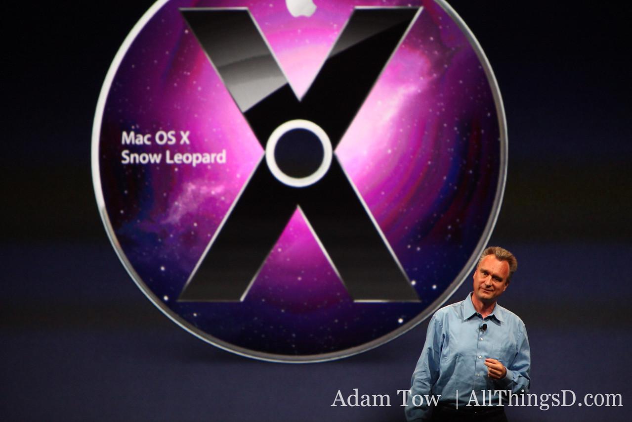 Bertrand Serlet, Apple's SVP of Software Engineering, introduces Snow Leopard.