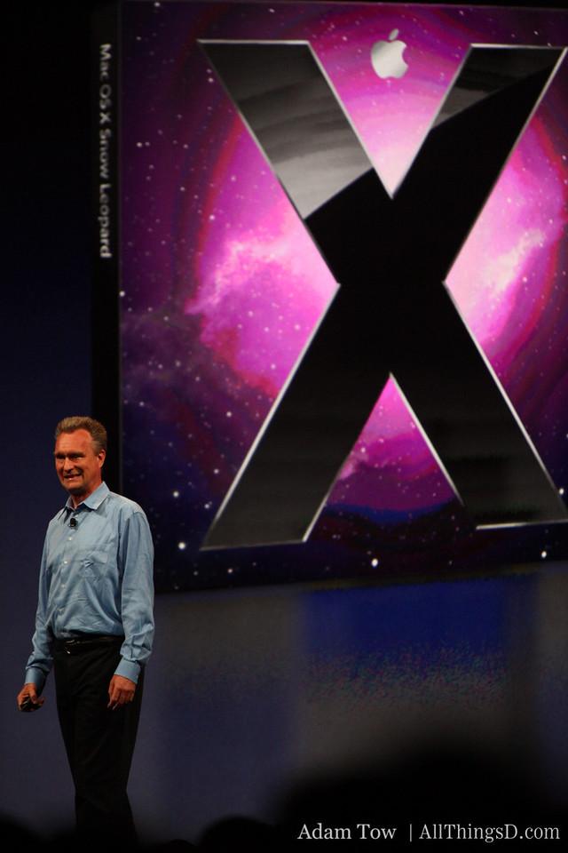 Apple's Bertrand Serlet, SVP of Software Engineering, describes Snow Leopard features.