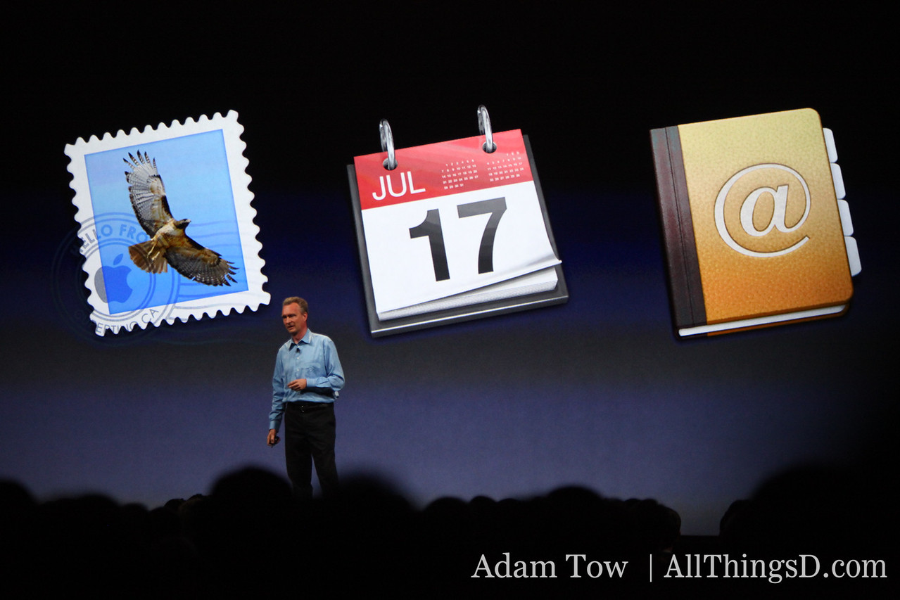Bertrand Serlet, Apple's SVP of Software Engineering, describes enhancements to mail.