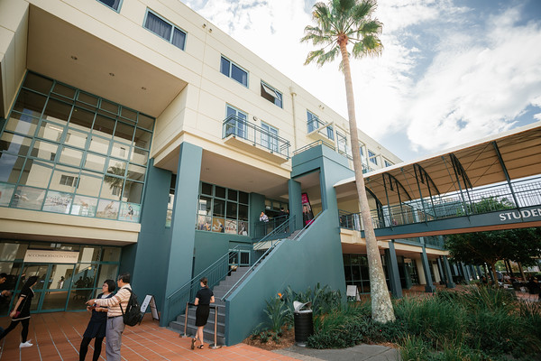 1_Bond_University-Graduation_Photographer-_Arisa_Alurkoff_Film_and_Photography_Brisbane