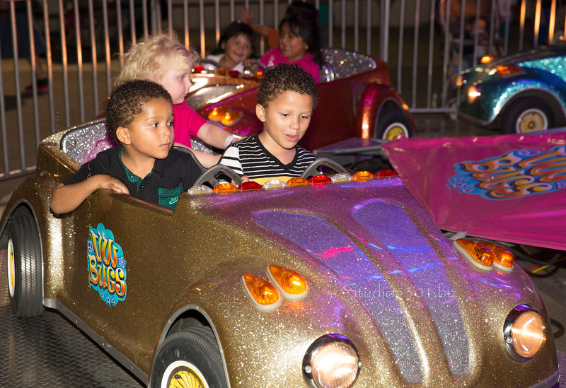 kids in gold car WV Bugs_4632