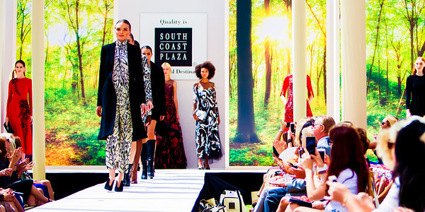 Art of Fashion last fall is elegantly concluded with the latest designs from Versace, Roberto Cavalli and Oscar de la Renta