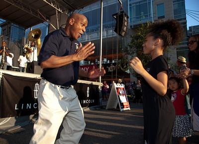 Army fife musician Don Francisco and Nina Polaris (age 8) of Annapolis MD.