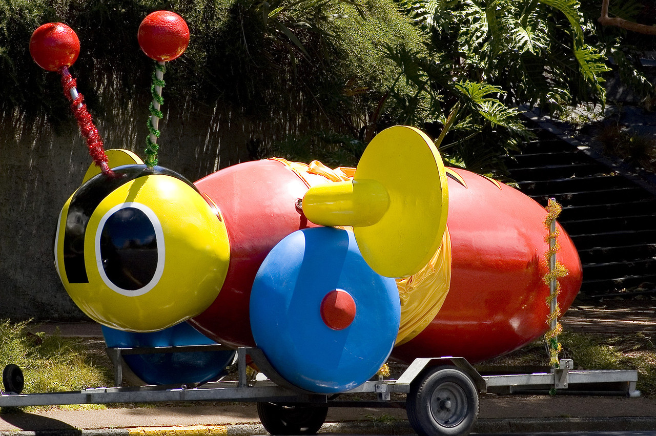 Buzzy bee Santa Parade Auckland  New Zealand - 27 Nov 2005