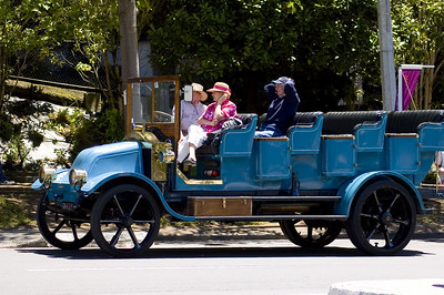 Vintage bus Santa Parade Auckland  New Zealand - 27 Nov 2005