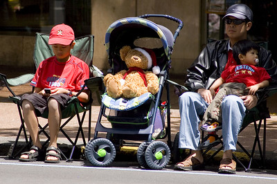 Waiting for the parade along Queen St Santa Parade Auckland  New Zealand - 27 Nov 2005