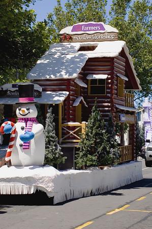 Santa workshop Santa Parade Auckland  New Zealand - 27 Nov 2005