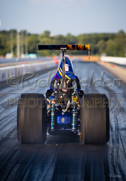 Its rare that you are allowed to get direclty behind a Dragster when they take off.  Out a ZMax last night getting some shots from my friends at @DragIllustrated  @RickBeldenPhotography  @hopkinshotline  ........    .........     ...........