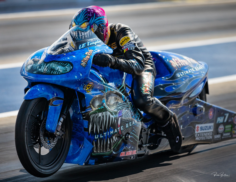 Had a 1 on 1 shoot at sunset with the current PSM Points Leader LE Tonglet.  First time meeting LE and his team, really good group of folks.   Definately one of the coolest paint jobs out there.   Images for Drag Illustrated Magazine.  ...... ......... @DragIllustrated  @ZMaxDragway  @NHRA  @LE_Tonglet    @ZMaxDragway   ........  .........