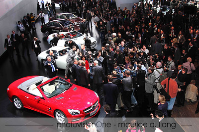 Media rushes on stage after the introduction to interview Dieter Zetsche and other Mercedes execs.
