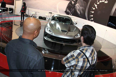 Ralph Gilles discusses the Anodized Carbon Viper with a journalist.