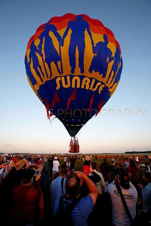 Tamiami Balloon Race 2008 | Tamiami, FL Canon EOS 5D | Canon EF 16-35mm f/2.8 L USM1/200s | f/7.1 @ 16mm | EC -1/3 | ISO 320