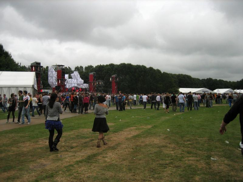 Start of the day, 12pm, view of main stage. Note the gray skies