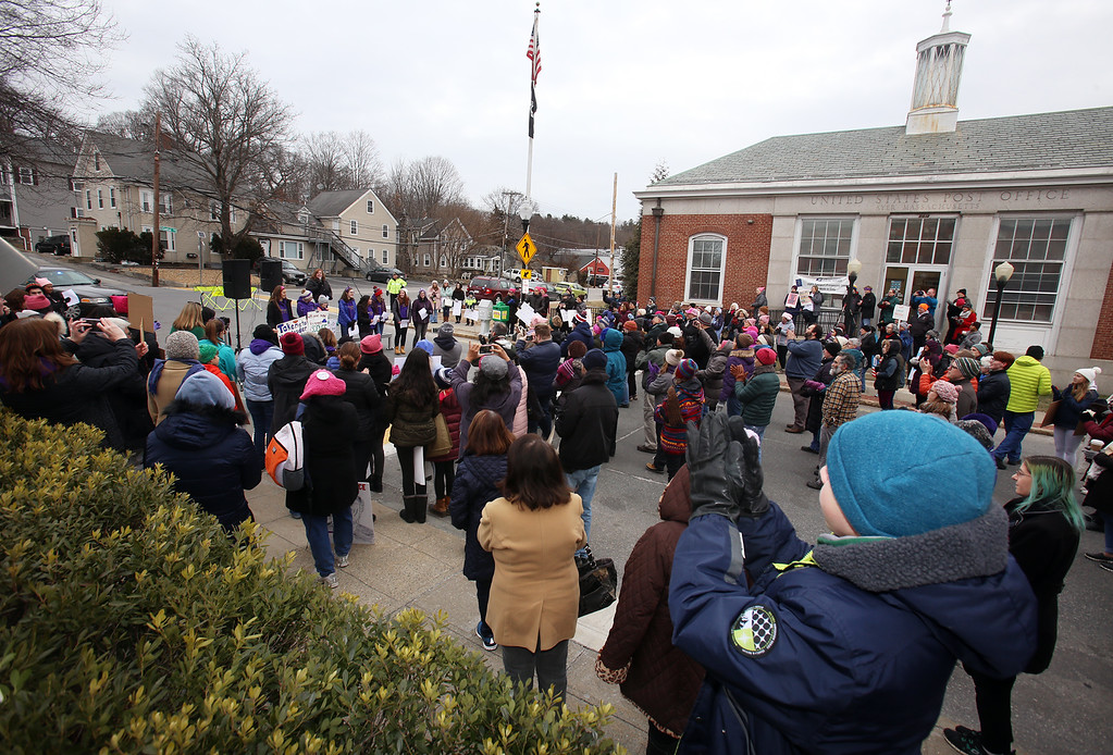 . Women\'s March in Ayer begins with a rally at Town Hall. (SUN/Julia Malakie)