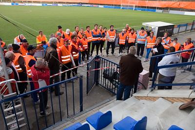 NK Veldloop voor Gemeenteambtenaren 2008. De lopers van Zutphen hebben de 160 km naar Katwijk in estafette afgelegd! Wethouder Wim de Jong spreekt de lopers toe.