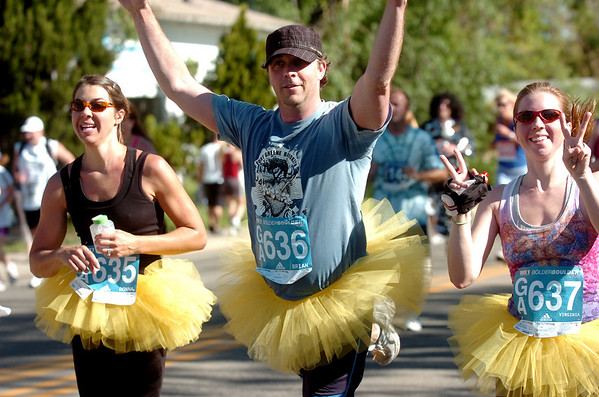 Brian McNellis of Aspen flashes a ballet move during the Bolder Boulder on Monday May 31, 2010. With McNellis at left, is Donna McNellis and at right is Virginia McNellis.<br /> Photo by Paul Aiken / The Camera / May 31, 2010