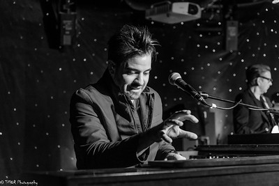 0029 Entry - Timothy Olson, artist GB Leighton's keyboardist Adam Daniel, venue Famous Daves
