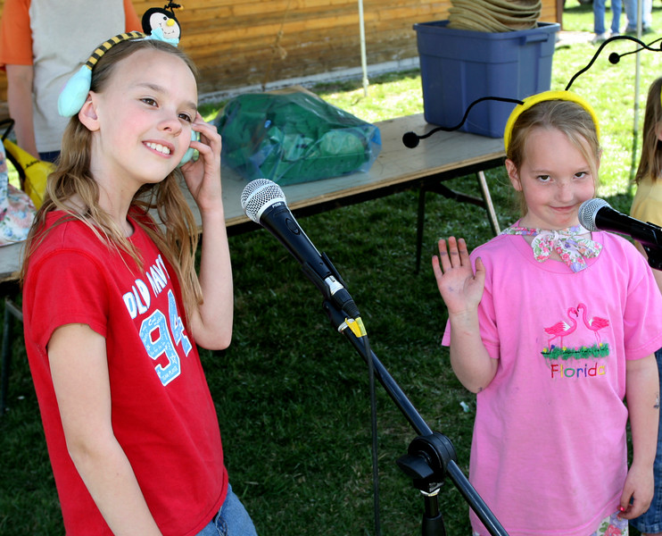 These musical gals help Jeremy with his show as he helps kids learn all about science through fun songs.