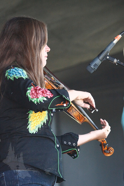 Giddyup Kitty plays at the Bareefoot Bluegrass and BBQ Festival August 4, 2012