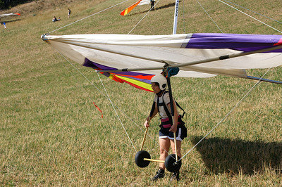 Waiting for Jochen's signal to start - we start with trying to run with the hang-glider, which seems difficult enough
