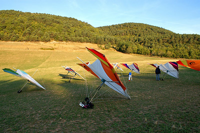 Early morning at the practice slope - we finally managed to assemble all hang-gliders correctly