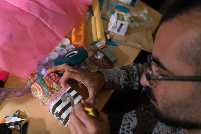 Lantern Making, Glitzeretage