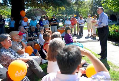 tate Senator Joe Simitian addresses library supporters.