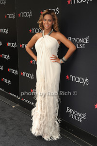Beyonce Knowles photo  by Rob Rich © 2011 robwayne1@aol.com 516-676-3939