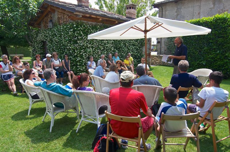 Gian Vittorio Avondo presenta il suo libro Pascoli e vigneti. Presidi caseari e enologici nelle zone alpine e prealpine del Piemonte (Priuli e Verlucca), scritto insieme a Serena Maccari, presso l'Agriturismo 5 Frecce di Campiglione Fenile