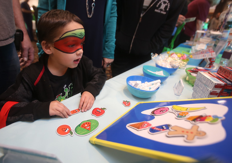 Billerica's annual Health & Wellness Fair at Billerica Elks. Francis Hannon, 4, of Billerica, figures out which foods are good for teeth, at the booth of Future of Dentistry, a Billerica dental practice. (SUN/Julia Malakie)