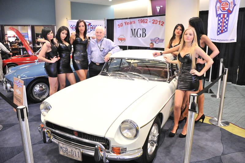 6 chicks & a Bee DSC_0085_01 - AutoShow2012
