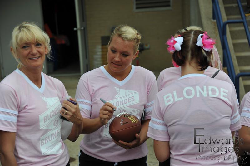 BlondesVsBrunettes2011-13