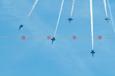 Jets performing aerobatics