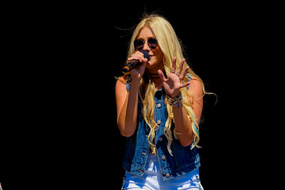 Madeline Merlo Performs at Boots & Hearts 2016