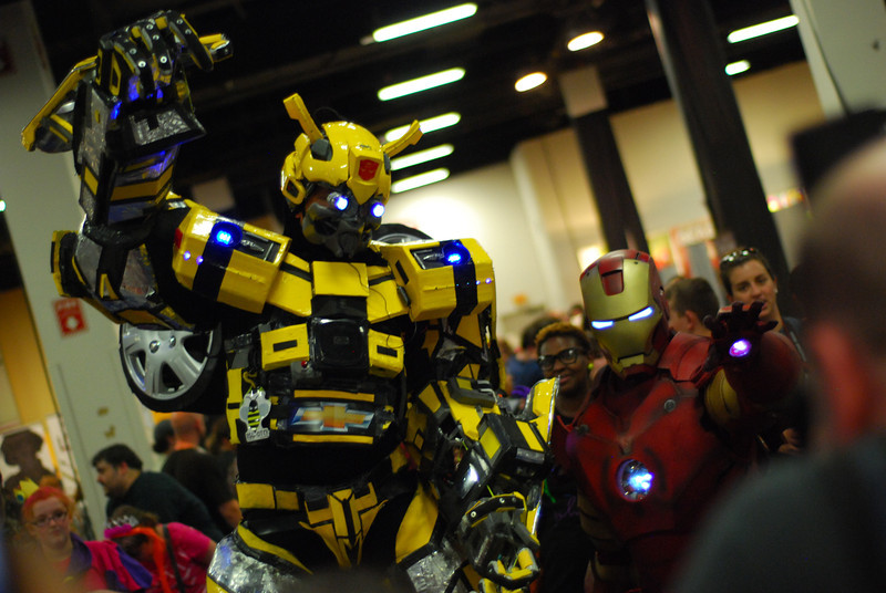 Bumblebee and Iron Man team up.