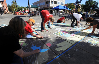 Cathy O'Steen, left, Pat Monroe, Julie Mahoney, Jasmine Sanchez, Bob Mahoney and Laurie Grassman, make a mural from chalk at the celebration. Boulder Green Streets, a celebration of sustainability and public health, was held on Pearl Street  on Sunday. For more photos of Green Streets, go to www.dailycamera.com. Cliff Grassmick / September 19, 2010