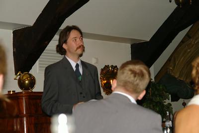 Jon håller tal