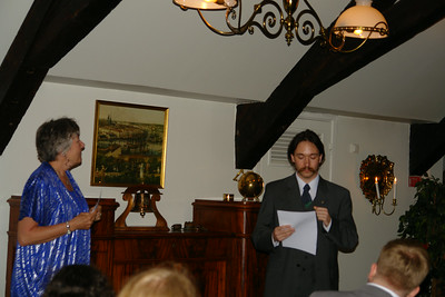 Mika och Jon håller tal