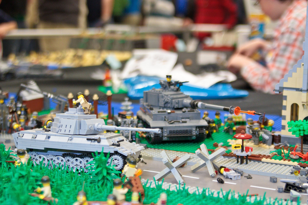 1210_BrickCon2012_00090