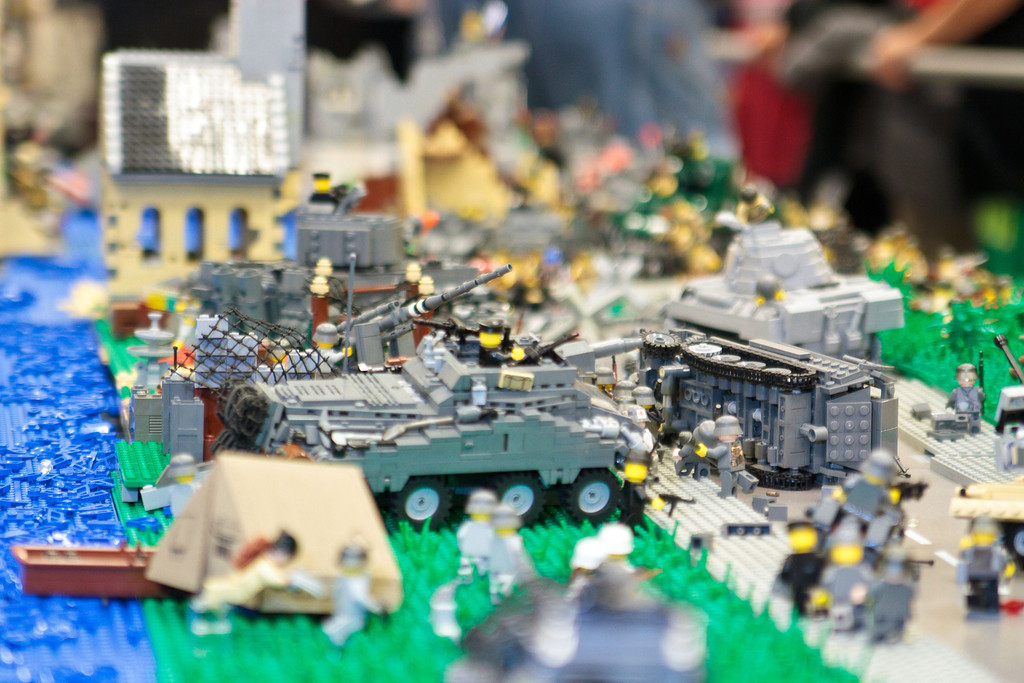 1210_BrickCon2012_00085