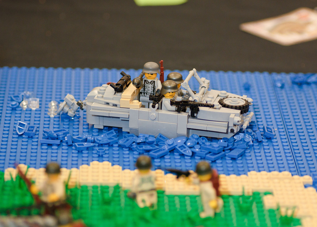 1210_BrickCon2012_00098
