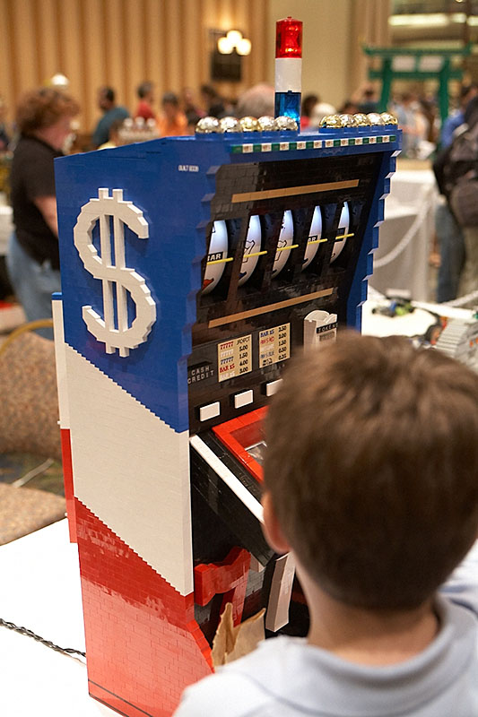 A working LEGO slot machine.