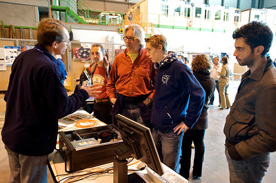 Pierre explaining the in and outs of the ALICE DAQ to Roel and Lennart.