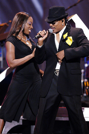 """20TT ANNIVERSARY SOUL TRAIN MUSIC AWARDS HELD ART THE PASADENA CIVIC AUDITORIUM IN PASADENA CALIFORNIA ON MARCH 4, 2006 PERFORMANCE BY CHARLIE WILSON VALERIE GOODLOE"