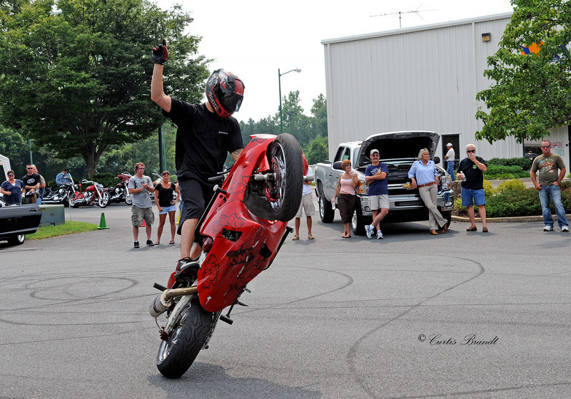 KRAZYWHITEBOYS.COM  motorcycle stunt performers out of PA