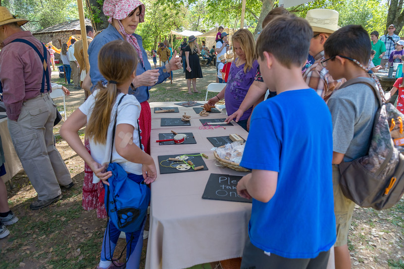 2me385-2019-05-04 Coloma Pioneer Day -0504
