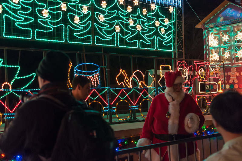 1312_holiday_train_038.jpg