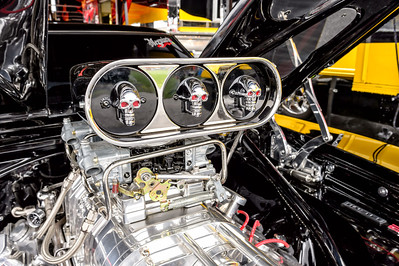 Bob Dahlinger's 572 Hemi stuffed into his 1969 Dodge Charger