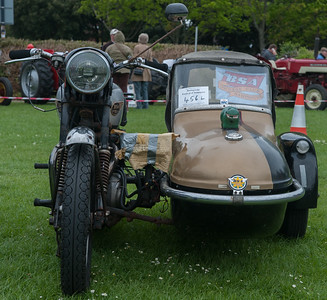 Wallace and Gromit would enjoy this BSA and side-car.