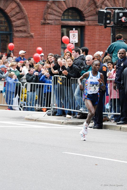 F5: Rita Jeptoo, Kenya (2:23:38 Winner)